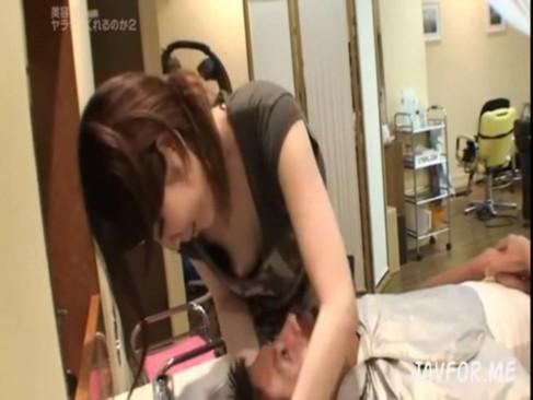 美容師|胸元が緩い美容師さんはアソコも緩いのかを検証するドキュメントエロ動画