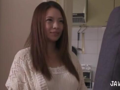 織田真子|夫が出張中に業者に襲われ最後は夫の前で中出しで犯されてしまう超爆乳若妻