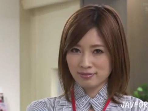 奥田咲|下着モデルをさせられて…チャンスを掴む為にチンポを掴むOL