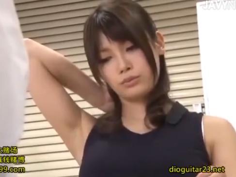 OL|美女の無防備な脇がエロ過ぎて舐めて押し倒して