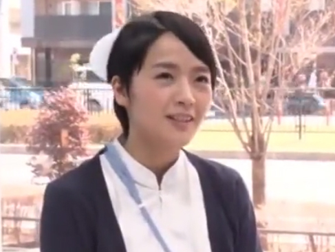 MM号|真面目そうな綺麗な看護師さんがパンティずらしで半中出しされる!?