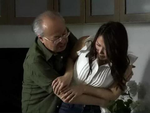 通野未帆|生理的に無理!でもセックスレス若妻はキモ義父に身を委ねる…